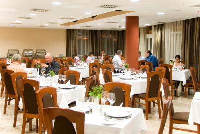 Restaurant in Airport Hotel Budapest - 4* hotel at the airport - Airport Hotel Budapest**** - Discount hotel with free transport from the airport