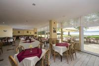 Restaurant in Hotel Familia in Balatonboglar offering lake view