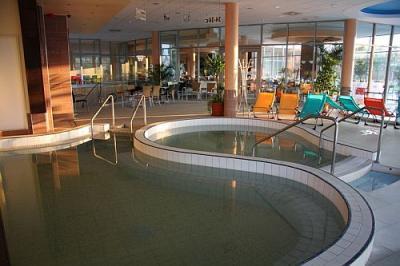 basen leczniczy z gor c wod w 4 czterogwiazdkowym hotelu. Black Bedroom Furniture Sets. Home Design Ideas