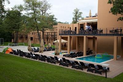 Piscina Esterna E Terrazza All Hotel Bambara Circondate