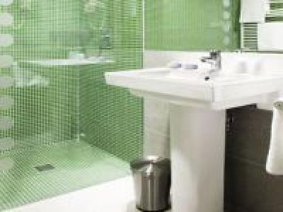Clean and nice bathroom in the 4* Bodrogi Kuria in Inarcs - Bodrogi Kúria**** Inárcs - discount wellness hotel near M5 highway in the vicinity of Budapest