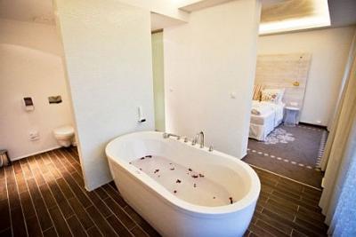 Una suite elegante en hotel bienenstar bonvino perfecta - Un fin de semana romantico ...