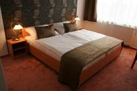Free hotel room in Canada Hotel Budapest at discounted price near to Csepel
