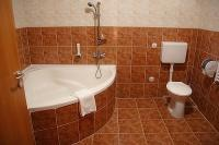 Bathroom with corner bath in Canada Hotel Budapest - cheap accomodation close to the M5 highway