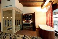Suite with jacuzzi and sauna in Cascade Hotel in Demjen for guests longing for luxury