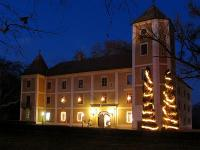 4 stars Castle Hotel Hedervary in Hedervar near the Austro-Hungarian border