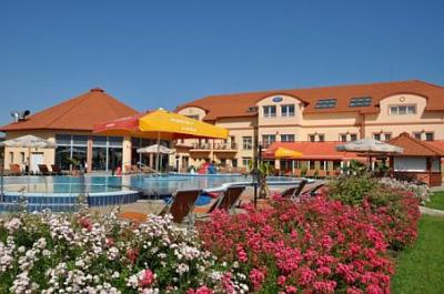 Affordable wellness hotel in Cserkeszolo at Aqua-Spa Wellness Hotel - Aqua Spa Hotel**** Cserkeszőlő - Spa Wellness Hotel in Cserkeszolo at affordable price