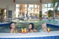 Indoor pool and jacuzzi in Aqua Spa Wellness Hotel Cserkeszolo