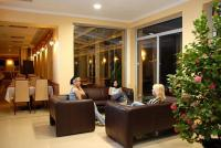 Aqua-Spa Wellness Hotel Cserkeszolo - elegant lobby und drink bar