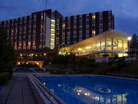 Hotel Danubius Health Spa Resort Aqua in Heviz at night