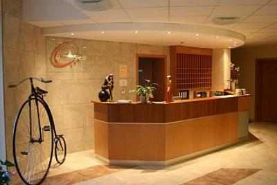 Hotel wellness granada kecskemet recepci n for Hotel de diseno granada
