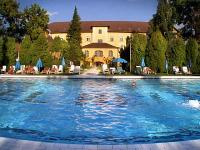 Child-friendly hotel in Heviz with indoor and outdoor pools for big families in Hotel Helios