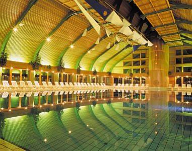 La piscine h tel naturmed carbona heviz hongrie for Piscine thermal