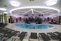 Piscina interiore all'Hotel Eger-Park - fine settimana wellness in Ungheria