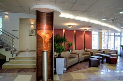 Hotel famulus de 4 estrellas gyor lobby for Diseno de lobby de hoteles