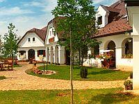 Gastland M1 Restaurant and Hotel - 3-star hotel in Paty
