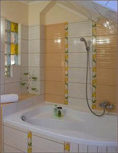 90b9a15aca0c Gyor hotels - Isabell Hotel Gyor - hotel bathroom in Gyor