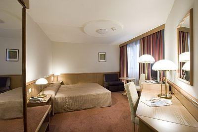 4-star hotel in Budapest - Hotel Mercure Budapest City Center - Hungary - standard room - Mercure Budapest City Center**** - in the most famous pedestrian street Budapest