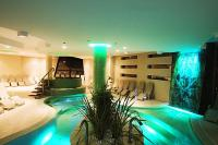 Experience pool in 4* Vital Hotel Nautis in Gardony