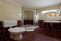 Affordable accommodation in Sopron in Hotel Palatinus - bathroom in the hotel