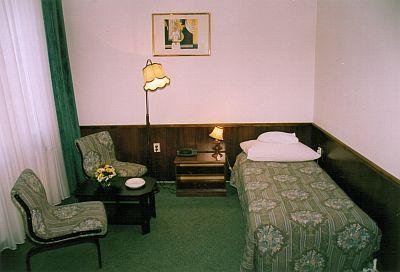 Miskolc pannonia hotel room 3 star cheap hotel pannonia in for Cheap hotel rooms