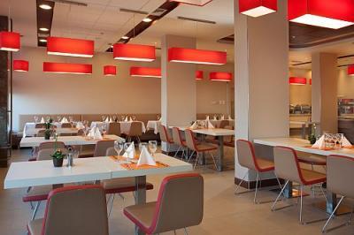 Hongrie le restaurant de l 39 h tel ibis budapest aero for Prix chambre hotel ibis