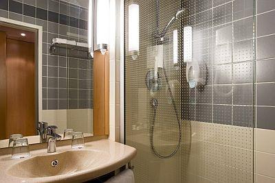 Salle de bains ibis budapest heroes square hotel 3 for Salle de bain hotel 5 etoiles
