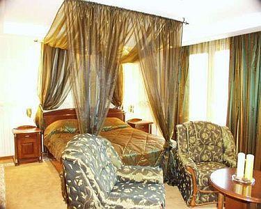 Romantisches himmelbett  Elegantes und romantisches Zimmer mit Himmelbett von Duna Relax ...