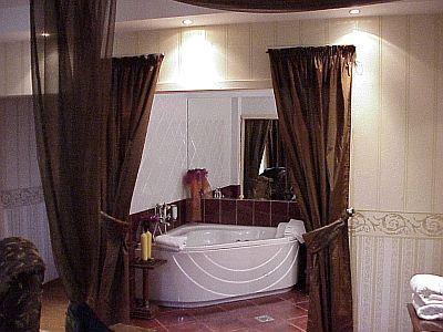 Suite elegante con vasca da bagno angolare a Rackeve all ...