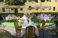 Hotel Klastrom - café in the inner yard in a silent atmosphere, in the centre of Gyor