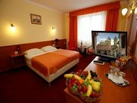 Hotel Korona - affordable hotel room in the centre of Eger