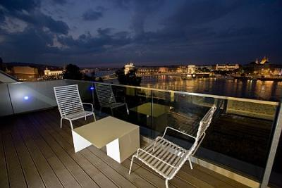 Fascinating view on the riverbank - Hotel Lanchid 19 - suite with terrace - design hotel Budapest - Lánchíd 19 Hotel**** Budapest - Design Hotel Budapest