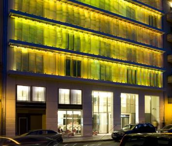 Hotel lanchid 19 budapest 4 for Design hotel budapest