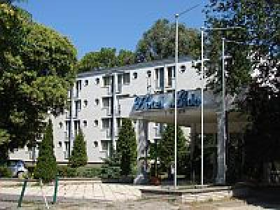 Hotel Lido Budapest - Hotel in the green belt of Budapest in Hungary - online booking with special price packages - Lido Hotel Budapest - Romai-part Budget 3-stars hotel at Danube shore near Aquincum