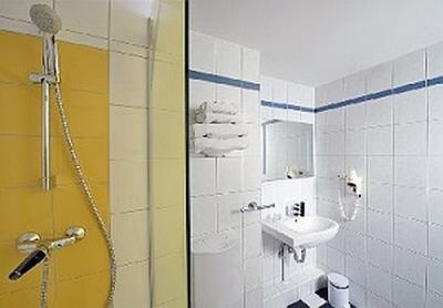 Ibis Styles Budapest City - bathroom of Hotel Mercure Duna - Ibis Styles Budapest City*** - Panoramic view to the Danube