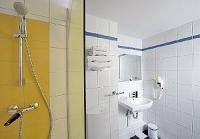 Ibis Styles Budapest City - bathroom of Hotel Mercure Duna
