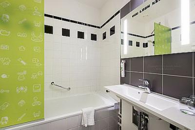 L 39 h tel 4 toiles ibis styles budapest center toilette for Salle de bain hotel 5 etoiles