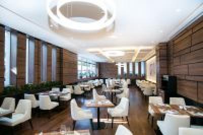 Modernes restaurant im hotel bonvital heviz mit for Modernes wellnesshotel