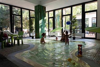 Zen spa hotel oxigen a noszvaj piscina per bambini - Hotel con piscina termale per bambini ...