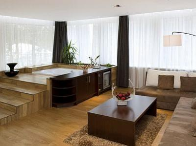 Suite de luxe avec jacuzzi dans la chambre avec une vue - Chambre de luxe avec jacuzzi ...