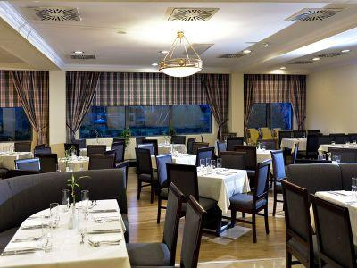 Courtyard restaurant in Budapest in Leonardo Hotel Budapest - Leonardo Hotel**** Budapest - affordable 4-star hotel near the Great Boulevard and Petofi bridge