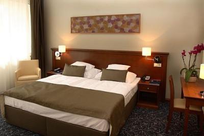 Hotel saliris doble habitaci n de hotel cerca de la colina for Precio habitacion hotel