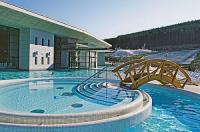 Wellness weekend in Ungarn - indoor and outdoor pools at Hotel Saliris in Egerszalok