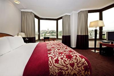 Lujosa habitaci n del sofitel budapest chain bridge hotel for Cuarto de hotel 5 estrellas
