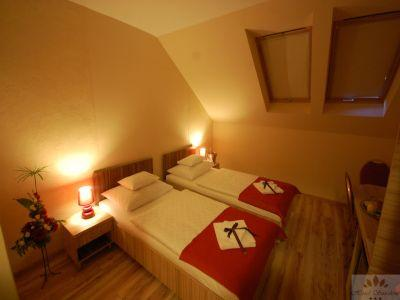 Hotel with discount prices, accomodation in Budapest at the street leading to Liszt Ferenc Airport - Hotel Sunshine - Hotel Sunshine Budapest - cheap hotel next to Kobanya-Kispest suwbay stop in Budapest