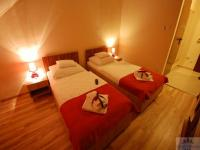 Cheap hotel room next to Koki Terminal shopping mall - Hotel Sunshine