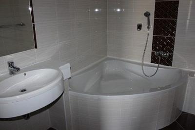 Hotel Termal Kristaly belle salle de bain avec douche ou ...