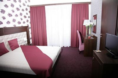 Hotel termalkristaly habitaci n elegante en rackeve for Precio habitacion hotel