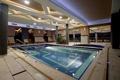 Piscine couverte hongrie hotel villa volgy eger for Prix piscine couverte