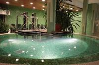 Wellnesscentrum met jacuzzi in Yacht Wellness Hotel